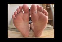 【足裏フェチ】★足裏を鑑賞★臭そうな足裏がなんとも言えない★★
