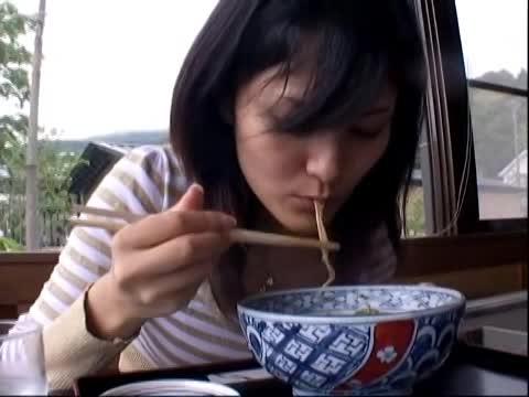 ウワキ妻のまんこに玩具仕込んでデート中にスイッチON☆☆
